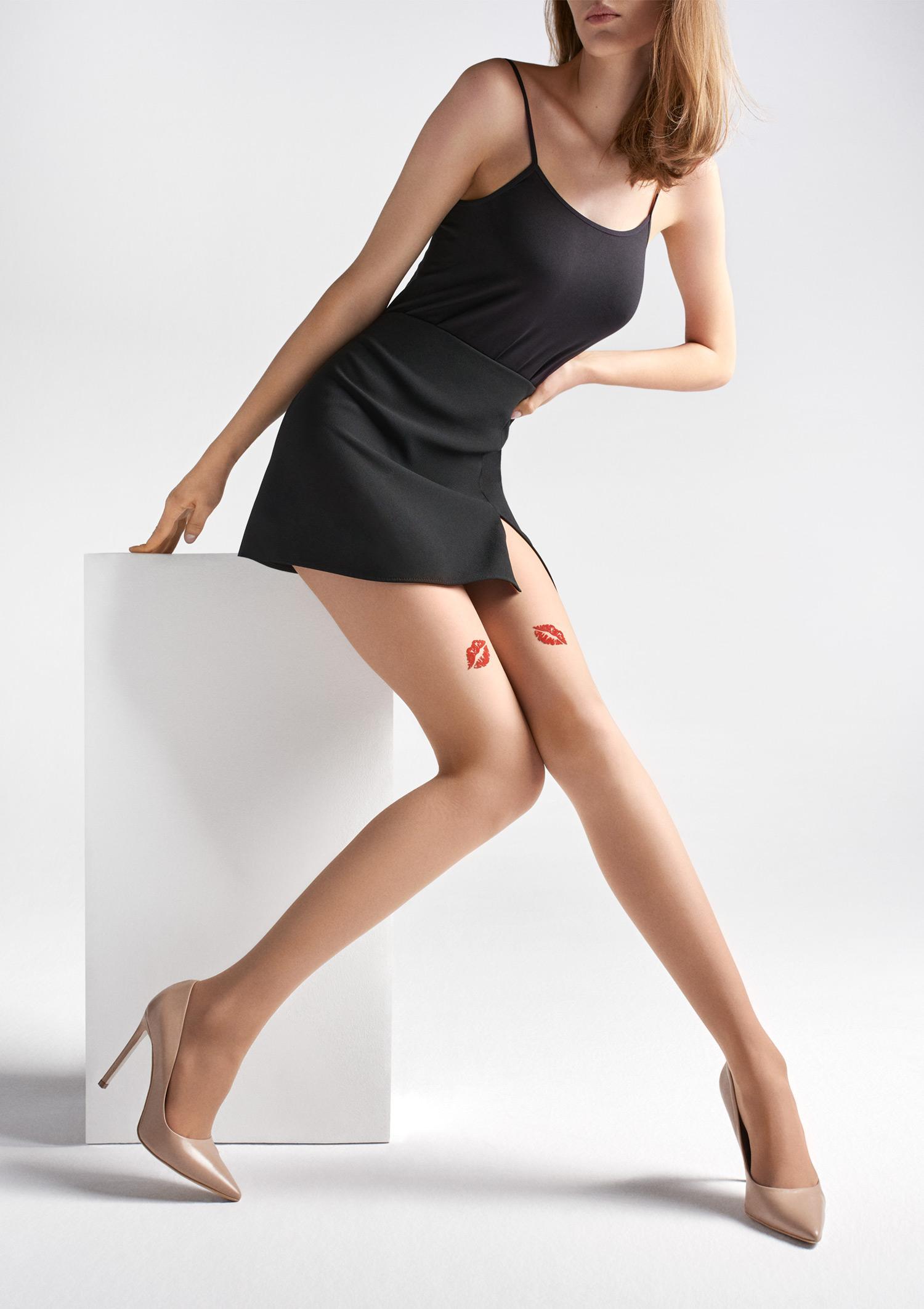 https://golden-legs.com.ua/images/stories/virtuemart/product/gladkie-rajstopy-z-wzorem-ust-na-udach-allure-u06-marilyn_1.jpg